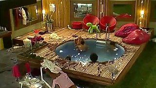 BB UK Realityshow Famous Pool Scene Makosi Orlaith Anthony