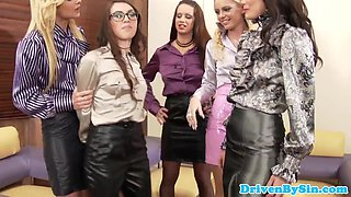 Glamour european lesbian make babe eat pussy