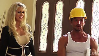 Sex-appeal housewife with huge jugs Ryan Conner seduces one worker