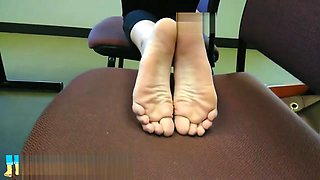 Amber's long flexible college feet