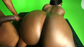 Chanel Staxxx makes sex near the green screen