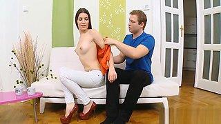 Guy bangs his virgin girlfriend