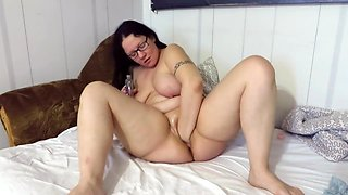 Mature loves to masturbate and make herself fisting after night