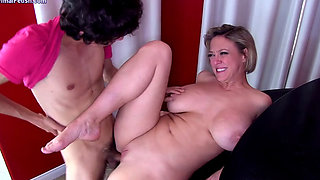 dee mom fucks son big tits full ass dgs