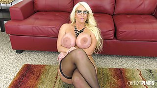 Mature Alura Jenson offers her curves to a fortunate lover