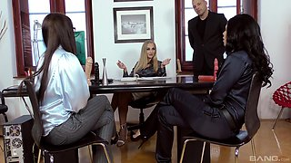Kittina Ivory joins two babe to ravish a handsome stallion