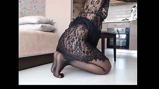 WEBCAM milf squirts in her pantyhose