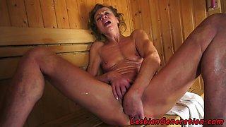 Mature les licks babes clit while fingering