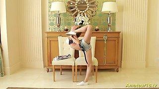 cute flexible gymnast masturbating