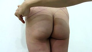 Amateur babe exposes her sweet body in the doctor's office