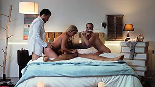 LOS CONSOLADORES - Hot stepmother gets consoled in foursome