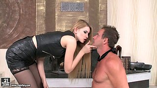 Down to fuck blond mistress Karina Grand gets double penetrated