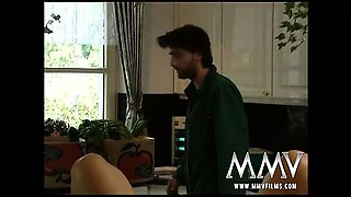 Gorgeous housewife Sheila is seducing her plumber