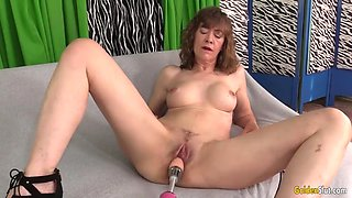 Older slut babe morgan vs dildo machine