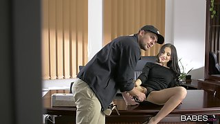 Business meeting ends with a good fuck and sperm on her clit