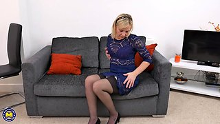 British housewife pleasures her pussy