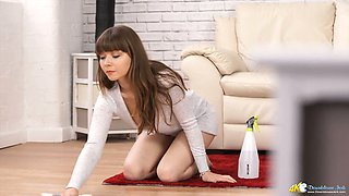 Stunning babe Helen White does the cleaning and let you have a look at boobs