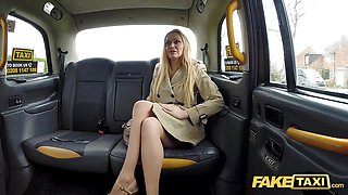 Hung Taxi Driver gets more than a flash by Amber Jayne