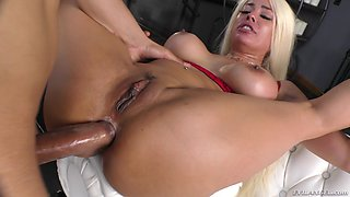 Close up video of cougar wife Luna Star getting fucked in her bum