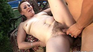 Dude banging his girlfriend's hot mom