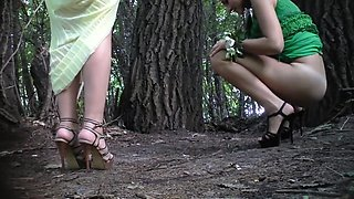 Woman pee in the park1