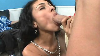 Stacked brunette cougar with sexy long legs relishes a deep drilling