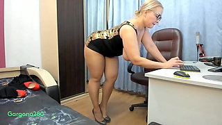 Russian bitch shows off her big ass and big holes!