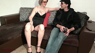 Hot Sexy Milf Cougar She Removes The Condom