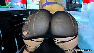 Shaking shaking her big round ass