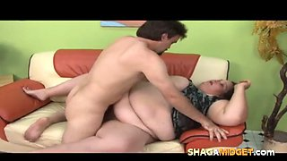 guy fucks a midget and her fat sister