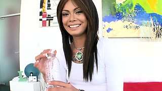 Glamour brunette Leilani Vega gets a monster therapy