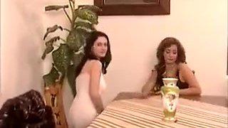 Un séducteur encule deux italiennes sexys