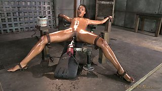 Dark skinned oiled and submissive chick sucks strong black tool