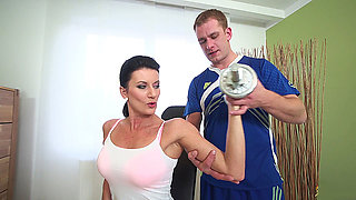 sporty mom fucked by her coach