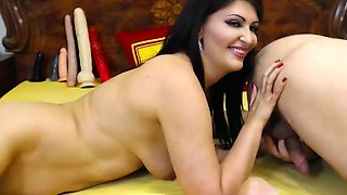 Bisexual milf masturbates in nylon stockings