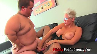 Fake tits chick Alyson Queen fucked by a midget with a fat cock