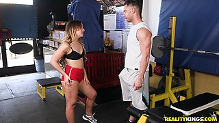 Flat-chested hottie Cleo Vixen fucking vivaciously at her gym