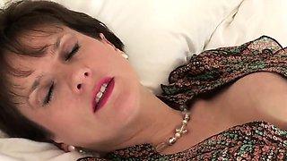 Unfaithful english mature lady sonia flaunts her monster nat