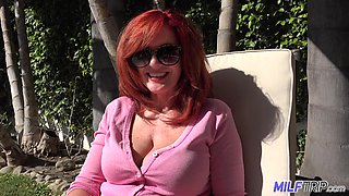 Kinky amateur redhead gonna flash her boobies outdoors without any hesitation
