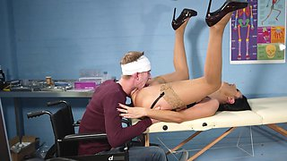 Wild romance with a patient for Ania Kinski