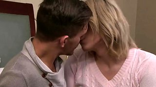 Slim ts beauty Aspen Brooks sucks and gets intensely analed