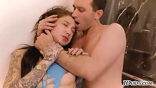 tattooed babe gets fucked in ass