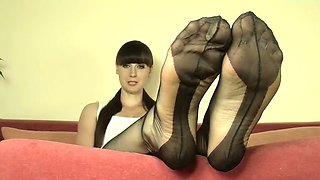 mistress weronika nylon feet joi p.4