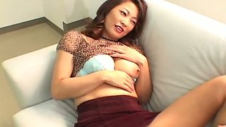 Lady in pantyhose Marie Sugimoto wanna get her twat teased with vibrator