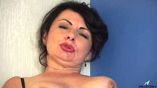 Naughty mature lady Helen He is really into petting her old slit