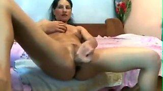 Young school girl masturbate on webcam