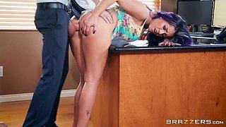 Yurizan Beltran make a guy happy with her amazing body