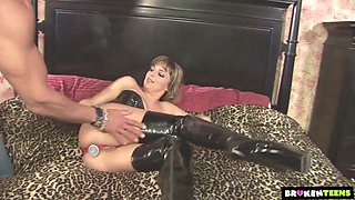 Chick in latex corset Lexi Love gets her anus stretched and fucked