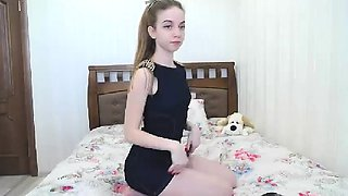 Hottest Amateur 19yo Blonde Teen going solo on Webcam