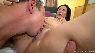 Lewd cougar Red Mary switches from rubbing her clit to sucking dude's dick